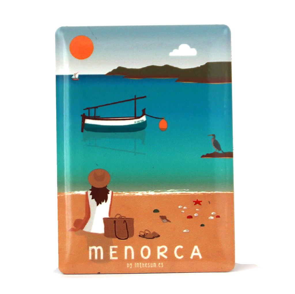 Souvenir de Menorca, imán metálico de la playa de Cavallería